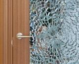 Как заменить стекло в дверном проеме
